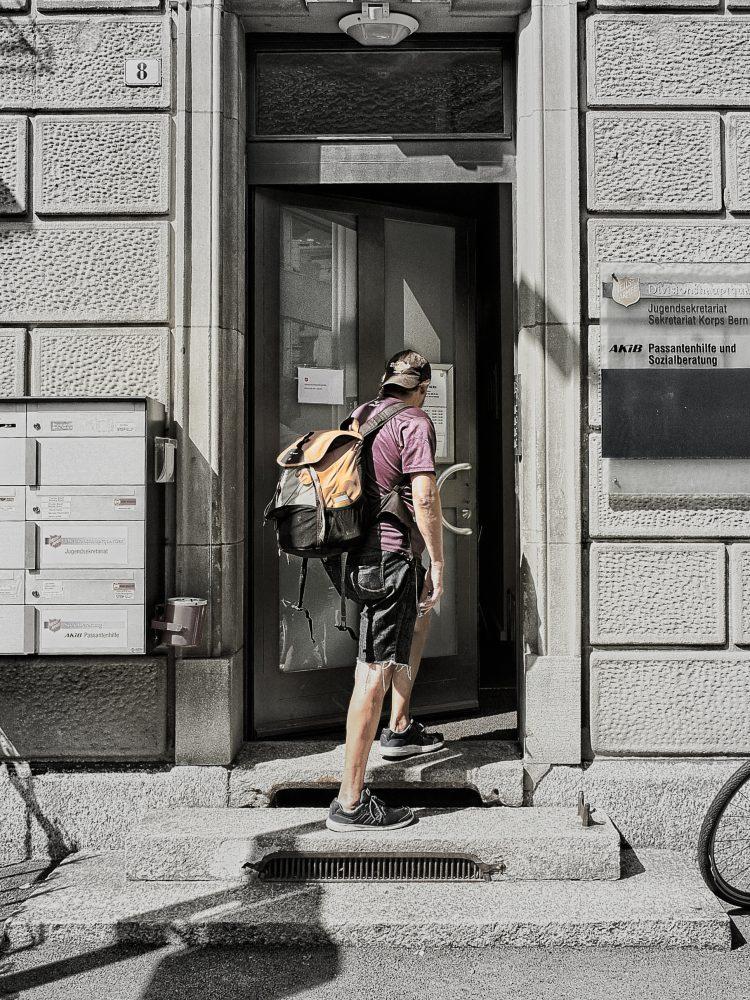 Passantenhilfe offene Türe
